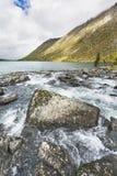 Abaissez le lac Multinskoe Vue de Shumi Automne l de montagnes d'Altai Photos stock