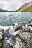 Abaissez le lac Multinskoe Vue de Shumi Automne l de montagnes d'Altai Images stock