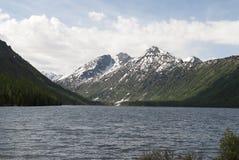 Abaissez le lac Multinskoye, République d'Altai Photos libres de droits