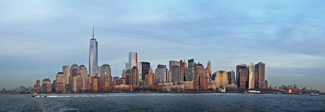 Abaissez le panorama de Manhattan Photos stock