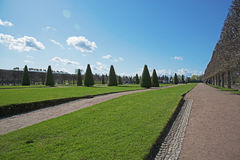 Abaissez le parc dans Pertergof, St Petersburg, panorama, Russie Photos stock