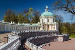 Abaissez le parc du palais de Menshikov Image stock