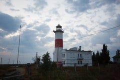 Abaissez le phare dans le Berdyansk, Ukraine Photo stock