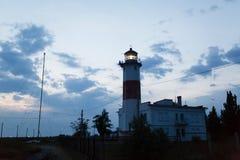 Abaissez le phare dans le Berdyansk, Ukraine Photos stock