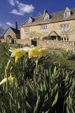 Abaissez le village d'abattage le Cotswolds Gloucestershire le Midlan Photos libres de droits