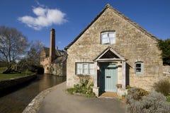 Abaissez le village d'abattage le Cotswolds Gloucestershire les Midlands Angleterre Image libre de droits