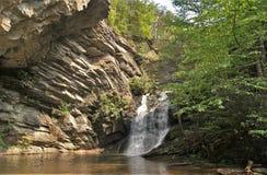 Abaissez les automnes au parc d'état accrochant de roche Image stock