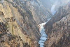 Abaissez les automnes au stationnement national de Yellowstone Images stock