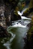 Abaissez les automnes - automne/cascade - parc d'état de Letchworth - New York Images libres de droits