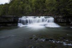 Abaissez les automnes - cascade - parc d'état de Taughannock - Ithaca, New York Photo stock