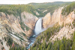 Abaissez les automnes dans Grand Canyon dans Yellowstone Photographie stock libre de droits