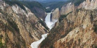 Abaissez les automnes dans Grand Canyon de Yellowstone Photographie stock
