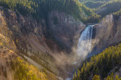 Abaissez les automnes de Grand Canyon du parc national de Yellowstone Images stock