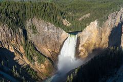 Abaissez les automnes de Yellowstone au lever de soleil Photographie stock
