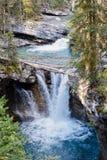 Abaissez les automnes en Johnston Canyon, parc national de Banff, Alberta, Ca Photo stock