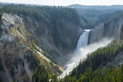 Abaissez les cascades en parc national de yellowstone, Wyoming, Etats-Unis Images stock