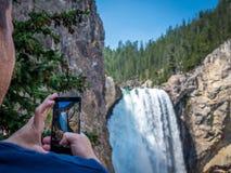 Abaissez les chutes du canyon de Yellowstone Image stock