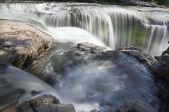 Abaissez Lewis River Falls Closeup Photos stock