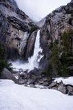 Abaissez Yosemite Falls en hiver Photo stock