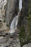 Abaissez Yosemite Falls la Californie Photographie stock libre de droits