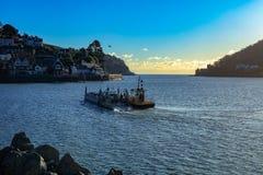 Abaixe o cruzamento de balsa o dardo do rio Fotos de Stock Royalty Free