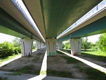 Abaixo da ponte de ponte do norte assim chamada de Maria Sklodowska-Curie, Varsóvia, Polônia imagens de stock royalty free