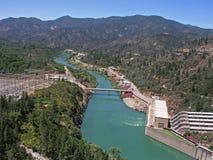 Abaixo da represa de Shasta imagens de stock
