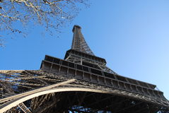 Abaixo da torre Eiffel Imagem de Stock Royalty Free