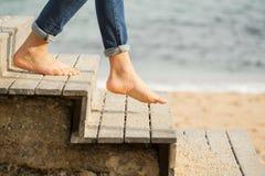 Abaixo das escadas à praia Fotografia de Stock Royalty Free