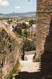 Abajo al pueblo del castillo de Buitrago de Lozoya, Madrid, España imágenes de archivo libres de regalías