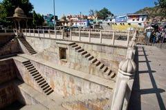 Abajo al stepwell gigante en estilo arquitectónico indio Foto de archivo libre de regalías