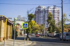 abajo calle de Oktyabrskaya Imagenes de archivo