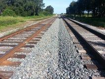 Abajo de las pistas de ferrocarril Imagen de archivo libre de regalías