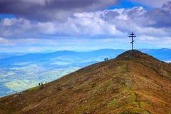 Abajo desde arriba de las montañas Fotografía de archivo libre de regalías