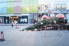 Abajo en el piso de un árbol de navidad gigante Fotografía de archivo libre de regalías