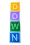 Abajo en letras de molde del juego del juguete con el camino de recortes Fotos de archivo libres de regalías