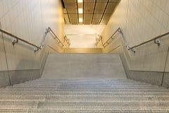 Abajo escaleras en el túnel Imágenes de archivo libres de regalías