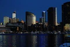 Abajo horizonte de Melbourne de la ciudad después de la puesta del sol Fotografía de archivo libre de regalías