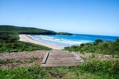 Abajo a la playa de la granja, Killalea, Coastal meridional NSW Foto de archivo libre de regalías