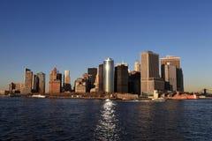 Abajo Manhattan en la puesta del sol Imágenes de archivo libres de regalías