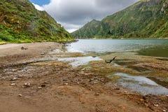 Abajo para encender el lago en el sao Miguel, Azores Fotografía de archivo libre de regalías