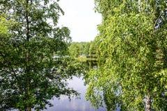 Abajo por el lago tomamos un paseo Imagen de archivo