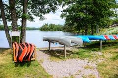 Abajo por el lago tomamos un paseo Foto de archivo libre de regalías