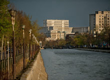 Abajo por el río Imagen de archivo libre de regalías