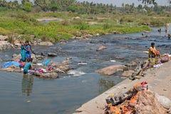 Abajo por el río Kaveri en Karnataka Foto de archivo libre de regalías