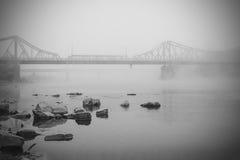 Abajo por la niebla del río Imagen de archivo libre de regalías