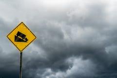 Abajo señal de tráfico de la colina Foto de archivo