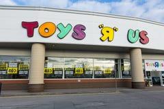 Abajo señalización cerrada en una tienda de Toys R Us en Lincoln, Lincolnshi Imagen de archivo libre de regalías