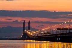Abajo sobre el mar y el puente Fotografía de archivo libre de regalías