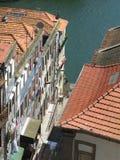 Abajo sobre los tops del tejado de Oporto Fotos de archivo
